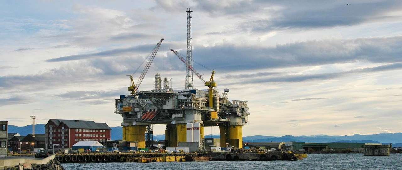Sealing cables and pipes on offshore oil & gas facilities