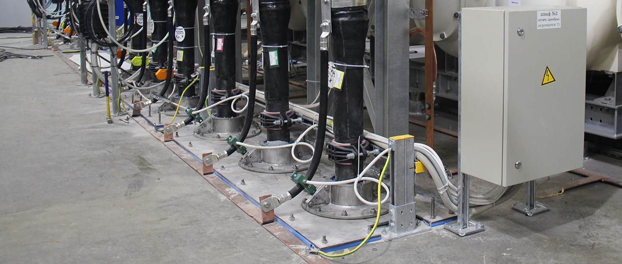 Flexible cable seals for gas insulated substations