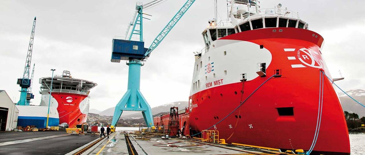 Treceri de cabluri și țevi pentru nave suport offshore